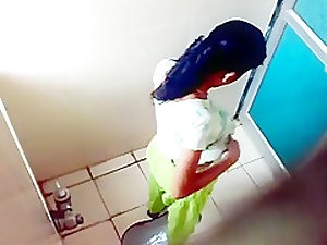 Mumbai College Girl Pissing