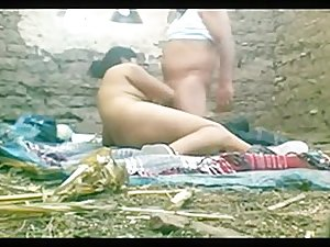 Desi horny aunty 3some outdoors