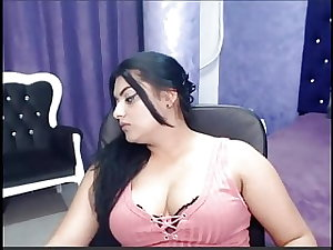 Diva showing off her assests in live webcam