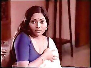 South Indian Actress Saritha Navel Show